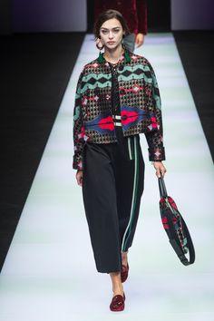 Giorgio Armani Fall 2018 Ready-to-Wear Fashion Show Collection