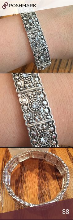 🆕 Old Navy Crystal stretch bracelet NWT Old Navy Crystal silver stretch bracelet Old Navy Jewelry Bracelets