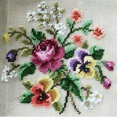 Embroidery set Vervaco 70323 Vase of Sweet Williams Cross Stitch Pillow, Cross Stitch Needles, Cross Stitch Rose, Cross Stitch Flowers, Cross Stitch Charts, Cross Stitch Designs, Cross Stitch Patterns, Cross Stitching, Cross Stitch Embroidery
