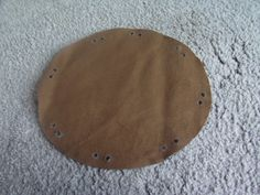 For keepin' thy treasured coins in. Free tutorial with pictures on how to make a drawstring pouch in under 15 minutes using material and cording. Inspired by pirate and costumes & cosplay. Pirate Coins, Elf Cosplay, Dragon Party, Renaissance, Coin Bag, Pirate Theme, Gifts For Boys, Larp, Leather Craft