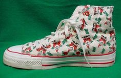 e0388f76048c VINTAGE CONVERSE ALL STARS MENS SIZE 6 WOMENS 8 MADE IN USA SANTA CLAUS  PATTERN