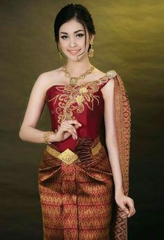 Beautiful girl BY bookvl blogspot and look more now! Thai Traditional Dress, Traditional Wedding Dresses, Traditional Fashion, Traditional Outfits, Cambodian Wedding, Khmer Wedding, Thai Wedding Dress, Wedding Costumes, Thai Fashion