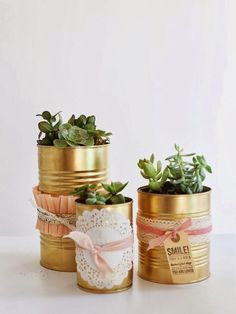oh my little dears: The Golden Can DIY. You know I love gold spray paint! Tin Can Crafts, Diy Crafts, Diy Art Projects, Projects To Try, Tin Can Decorations, Tin Can Centerpieces, Diy Drums, Deco Originale, Gold Spray Paint