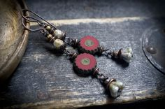 rustic boho earrings • hippie • 70' • daisy flower • frosted glass • etched • red flower • gipsy • Czech beads • garden • copper • entre2et7 by entre2et7 on Etsy
