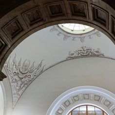 Classical Interior Design, Oversized Mirror, Furniture, Home Decor, Decoration Home, Room Decor, Home Furnishings, Home Interior Design, Home Decoration