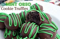 Mommy s Kitchen - Old Fashioned Southern Style Cooking St Patrick s Day Treat Mint Oreo Cookie Truffles Just Desserts, Delicious Desserts, Dessert Recipes, Yummy Food, Dessert Healthy, Cookie Recipes, Delicious Dishes, Mini Desserts, Yummy Yummy