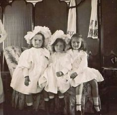 Newly released photo of the Grand Duchesses Olga and Tatiana Nikolaevna Romanova of Russia with their cousin, Princess Irina Alexandrovna Romanova of Russia. Tsar Nicolas Ii, Tsar Nicholas, Romanov Sisters, Princesa Real, Royal Families Of Europe, Grand Duchess Olga, Alexandra Feodorovna, Bathing Costumes, House Of Romanov