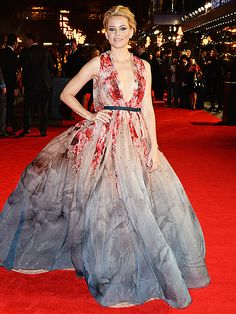 Elizabeth Banks wears ELIE SAAB Haute Couture Fall Winter 2014-15 to the World Premiere of 'The Hunger Games: Mockingjay Part 1' in London.