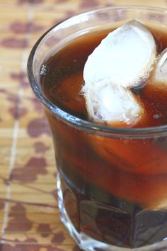 The Jack and Coke is a classic, easygoing cocktail recipe that blends Jack Daniels whiskey with cola. It's not fancy, but that's exactly what makes it so good. Party Food And Drinks, Bbq Drinks, Beverages, Jack Daniels Drinks, Strawberry Mojito, Happy Hour Drinks, Recipe Mix, Cocktail Recipes