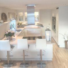 Utility room ideas: 14 ways to make the most of your space - autumncolours Kitchen Cabinets Decor, Kitchen Interior, Kitchen Dining, Küchen Design, House Design, Victorian Kitchen, Bespoke Kitchens, Open Plan Kitchen, Home Kitchens