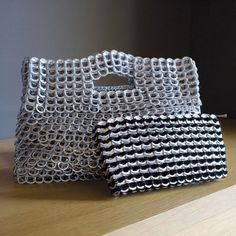 Chica Rosa Clutch - Escama Studio: Handbag made of crocheted recycled can tabs by a Brazilian Crafts Cooperative. Now available in Germany at PLUP - Planet Upcycling
