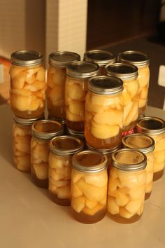 An easy step by step tutorial for beginners on Canning Pears. This is the only canned pears recipe you'll ever need to learn how to can pears at home. Canning Pears, Canning Tips, Home Canning, Canning Recipes, Water Bath Canning, Canned Food Storage, Pear Recipes, Pressure Canning, Dehydrated Food