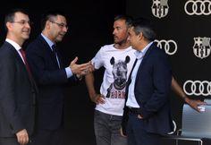 Bartomeu dialoga con Luis Enrique  y Albert  Soler durante el acto de Audi.