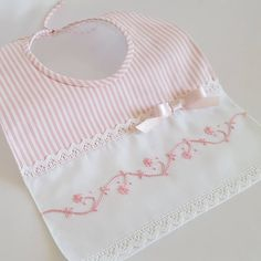 Schémas pour enfants - I want to sew for baby - Baby Sewing Projects, Sewing For Kids, Baby Bibs Patterns, Sewing Dolls, Heirloom Sewing, Baby Crafts, Baby Accessories, Baby Quilts, Baby Dress