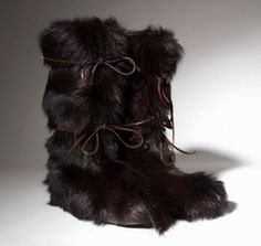 trendin boots designer | Feel Warm in a Trendy Pair of Fur Yeti Snow Boots in 2011