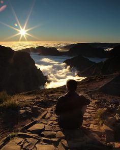 Contemplação #madeira #madeiraisland #ilhadamadeira #picodoarieiro #picodoareeiro #pordosol #sunset #montaña #montanha #mountain #sol #sun #trail #nuvens #clouds #ilha #island by lccosta
