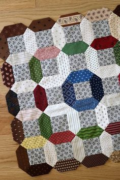 """Temecula Quilt Company: Summer Circles - Use the """"English Paper Piecing"""" technique to make stunning geometric patterns for quilts and other fabric sewing projects. Hexagon Quilt, Quilt Block Patterns, Quilt Blocks, Quilting Tutorials, Quilting Projects, Sewing Projects, Civil War Quilts, Tie Quilt, Scrappy Quilts"""