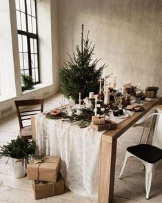 5 Easy Steps in making your home dreamy for Christmas - Daily Dream Decor - Happy Christmas - Noel 2020 ideas-Happy New Year-Christmas Silver Christmas Decorations, Christmas Table Settings, Holiday Decor, Minimal Christmas, Simple Christmas, Scandinavian Christmas, White Christmas, Hygge Christmas, Noel Christmas