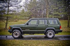 If I could, I'd totally buy a 90s Cherokee. I like these so much better than the newer ones! #jeep #auto #preppy