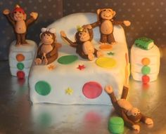 5 little monkeys jumping on a bed cake Bed Cake, 5 Little Monkeys, Monkey Jump, Cake Online, How To Make Cake, Amazing Cakes, Monkey Cakes, Birthday, Cake Ideas