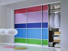 Полосатые двери гардероба