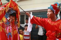 Traditional Chinese Wedding - unveiling the bride
