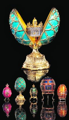 Faberge eggs - a synonym for luxury Faberge was a court jeweler for the last two Russian rulers, Tsar Alexander III . Royal Jewels, Crown Jewels, Faberge Eier, Fabrege Eggs, Easter Flower Arrangements, Faberge Jewelry, Egg Art, Russian Art, Egg Decorating