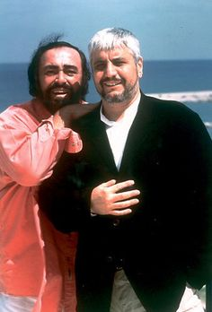rare photo of two italian famed and legendary artists Pino Daniele and Luciano Pavarotti. beautiful photo reflects the beautiful friendship that they had. although Pavarotti came from Modena, Italy he made it clear that he was a lover of all things Neopolitan (Naples, Italy) and Pino Daniele is a homegrown, son of Naples, Italy. the friendship would last a lifetime. RIP FOREVER, LUCIANO AND PINO!! they don't make men like this anymore. oh, sigh...xoxo.
