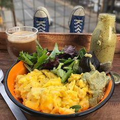 #Breakfast (keto-friendly): scrambled eggs cooked with ghee + mixed greens + spicy & creamy avocado vinaigrette + coffee with unsweetened almond milk. Double-tap & comment below if you want the recipe for the vinaigrette! Boom. (traducción abajo) ----- #Desayuno (cetogénico): huevos revueltos cocido con ghee + ensalada mixta + vinagreta cremosa y picante de aguacate + cafe con leche de almendras sin azúcar. Haz doble clic y deja comentario abajo si quieres la receta hacer la vinagreta! Bum…