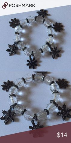Lucite beads snow charms Beautiful stretch snow charms bracelet Jewelry Bracelets