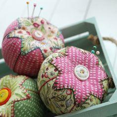 Retro Mama | Garden Girls tomato pincushions