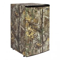 Magic Chef Realtree Camo Refrigerator | Magic Chef Realtree Camo 3.5 cu. Ft. Compact Refrigerator: Whether you're cabin-bound or simply want a little extra refrigerator space in your home, this Magic Chef 3.5 cu. ft. Compact Refrigerator has the storage options you're looking for.