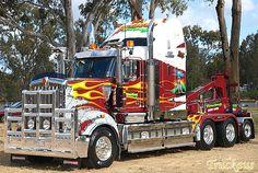 Associated Towing's new Kenworth tow truck WOW just beautiful Show Trucks, Big Rig Trucks, Hot Rod Trucks, Train Truck, Road Train, Custom Big Rigs, Custom Trucks, Automobile, Heavy Duty Trucks