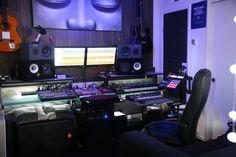 maschine stand - Google Search Studio Desk, Studio Setup, Home Studio, Audio Studio, Recording Studio Design, Studio Equipment, Theatre Design, Dream Studio, Cool Rooms