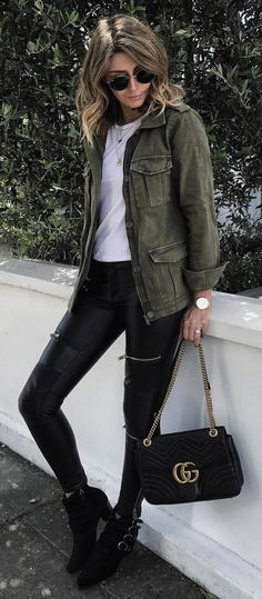 trendy fall outfit idea / jacket + white top + bag + leather skinnies + boots