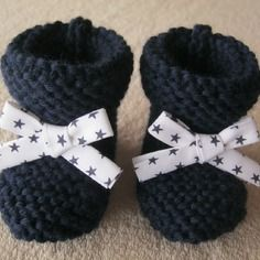 White Ribbon with stars and Navy blue wool baby booties Baby Knitting, Crochet Baby, Kids Patterns, Welcome Baby, White Ribbon, Little Red, Kids And Parenting, Crochet Projects, Bleu Marine