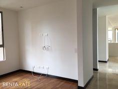 Sala estar de television, vista en todas las direcciones, 3 habitaciones mas servicio
