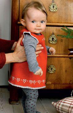 Til årets søde julebaby ♥ Skal der være hyggestemning, så lad også de små være klædt på i hjemmestrik.