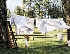 Clean sheets hanging on the clothes line. (Oh how fresh and wonderful they smelled at bedtime!) Man we still do this but my earliest memory is my grandmother hanging clothes out, Country Chic, Country Girls, Country Living, Country Fashion, Country Homes, French Country, What A Nice Day, Down On The Farm, Natural Earth