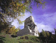 Castello di Andraz d'autunno a Arabba - Marmolada - Veneto IT