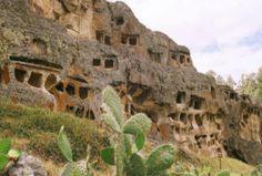 Las Ventanillas de Otuzco, sitio emblemático de Cajamarca.  Las Ventanillas de Otuzco, a tan sólo 15 minutos aproximadamente de la ciudad de Cajamarca, es el sitio arqueológico más representativo de esta parte de la ciudad en la sierra norte del Perú, el cual es conservado desde el año 1993 por el Instituto Nacional de Cultura.