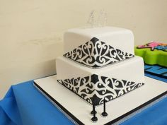 Image from http://cdn.cakecentral.com/4/4f/900x900px-LL-4fedd59a_gallery8736791348894597.jpeg.