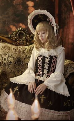 Cute Black and White Gothic Lolita Dress and Hat / Fashion Photography / Cosplay // ♥ More at: https://www.pinterest.com/lDarkWonderland/
