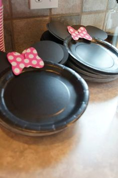 Minnie Mouse party plates by trudy