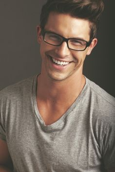 Nothing is more attractive than a guy that looks sexy in glasses. Hot Men, Sexy Men, Pretty People, Beautiful People, Beautiful Smile, Perfect Smile, Hello Beautiful, Perfect Guy, Le Male
