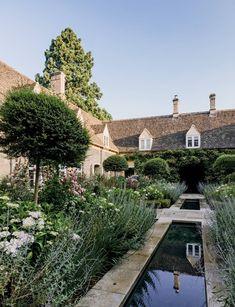 Covent Garden, Spanish Garden, Mediterranean Garden, Spanish House, Villa, Olive Garden, Garden Route, Vegetable Garden Design, Gardens