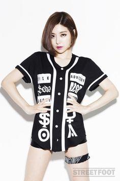 Lộ ảnh cũ kém xinh của DJ Hàn Quốc sexy sắp sang VN - 7