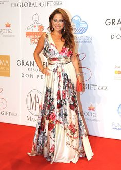 Pastora Soler en los Global Gilft gala 2012. Vestidos Invitadas. Bodas.