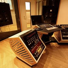 Jan 2016 - First Official install of a Northward Systems Mastering Console @ Zino Mikorey Mastering in Berlin. This is one of the pre-production units, with 19 Home Studio Desk, Music Studio Room, Audio Studio, Studio Furniture, Recording Studio Desk, Hvac Air Conditioning, Berlin, Speaker Box Design, Music Studios