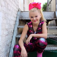 Jojo Siwa is my name bows are my game. Hi I'm JoJo I love dance I'm on dance moms and my BFFS are Nia and Kenzie☻☻ my fave emoji is xoxoxo JoJo